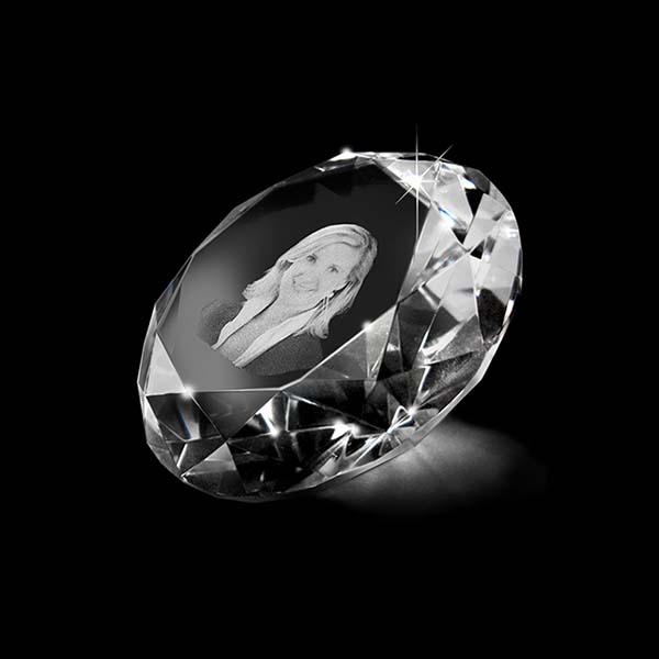 https://grafdecoratie.nl/photos/kleine-kristalglazen-gedenkglas-diamant-lasergravure-Diamant050.JPG