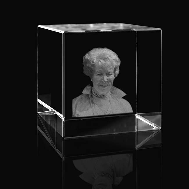 Kristalglas Kubus met Lasergravure (8 cm.)