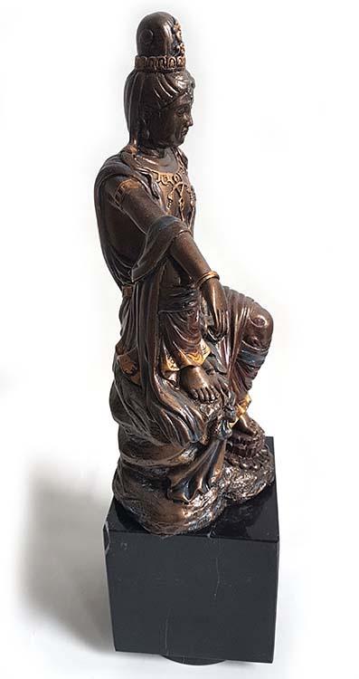 Bronzen Kwan Yin Beeld op Cubos Assokkel (voor 300 gram as)