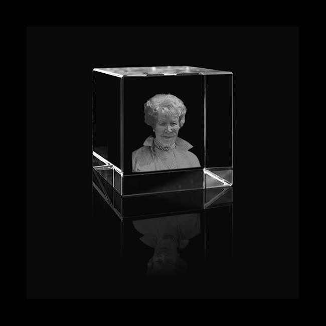 Kristalglas Kubus met Lasergravure (4 cm.)