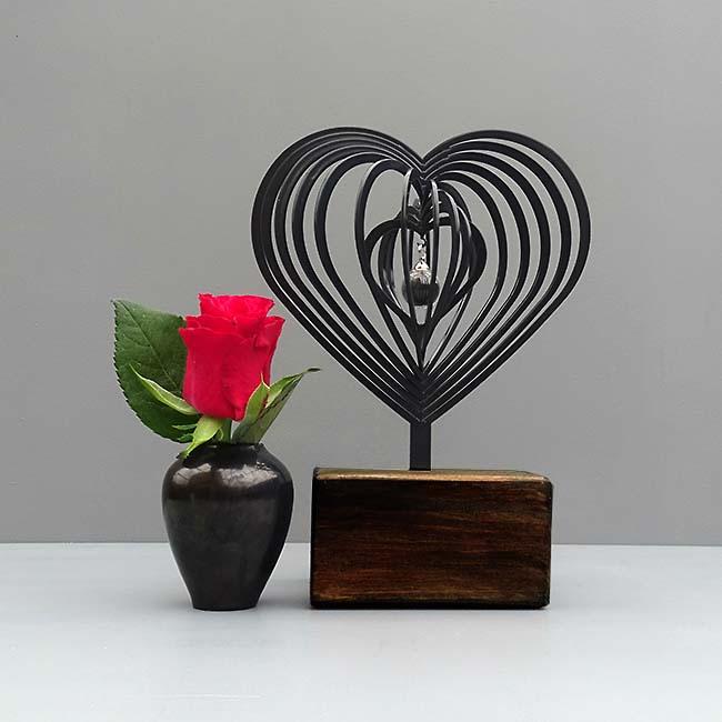 https://grafdecoratie.nl/photos/mini-urn-3D-Hart-zwart-glazen-asbol-urnwebshop.jpg