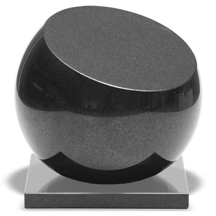 Kleine Afgevlakte Bol-Urn op Marlin Sokkel (0.9 liter)