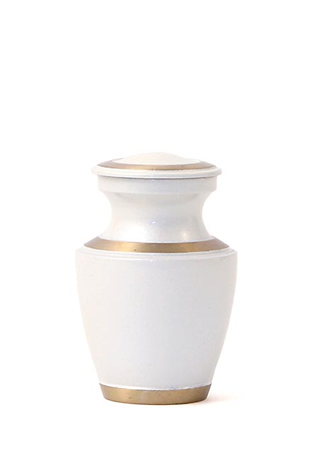 https://grafdecoratie.nl/photos/parelwit-mini-urn-messing-keepsake-urnen-TB5221K.JPG