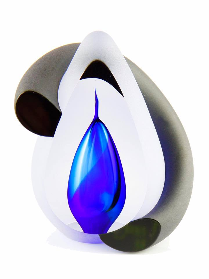 https://grafdecoratie.nl/photos/premium-Bow-Blue-urn-glazen-design-urn.jpg