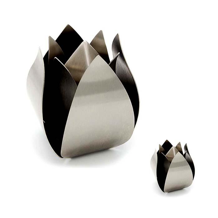 https://grafdecoratie.nl/photos/rvs-tulp-urnen-voordeelset-grote-urn-mini-urn-urnwebshop.JPG