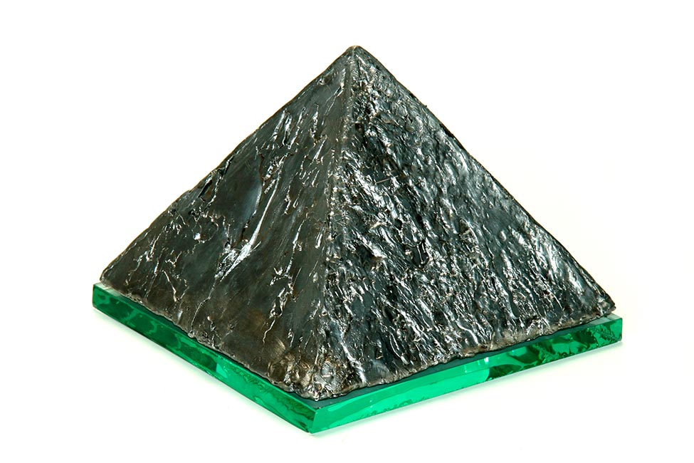 https://grafdecoratie.nl/photos/urn-asbeeld-urnbeeld-urnament-Piramide.JPG