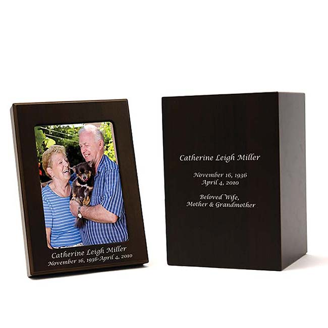 https://grafdecoratie.nl/photos/urn-gravure-photobox-urn.JPG