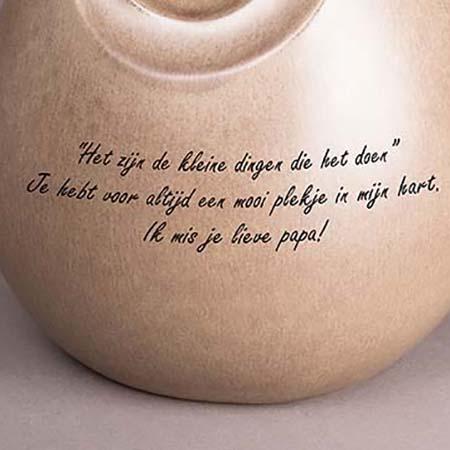 Tekstgravure op Uw Grote Natuurstenen Urn of Assokkel